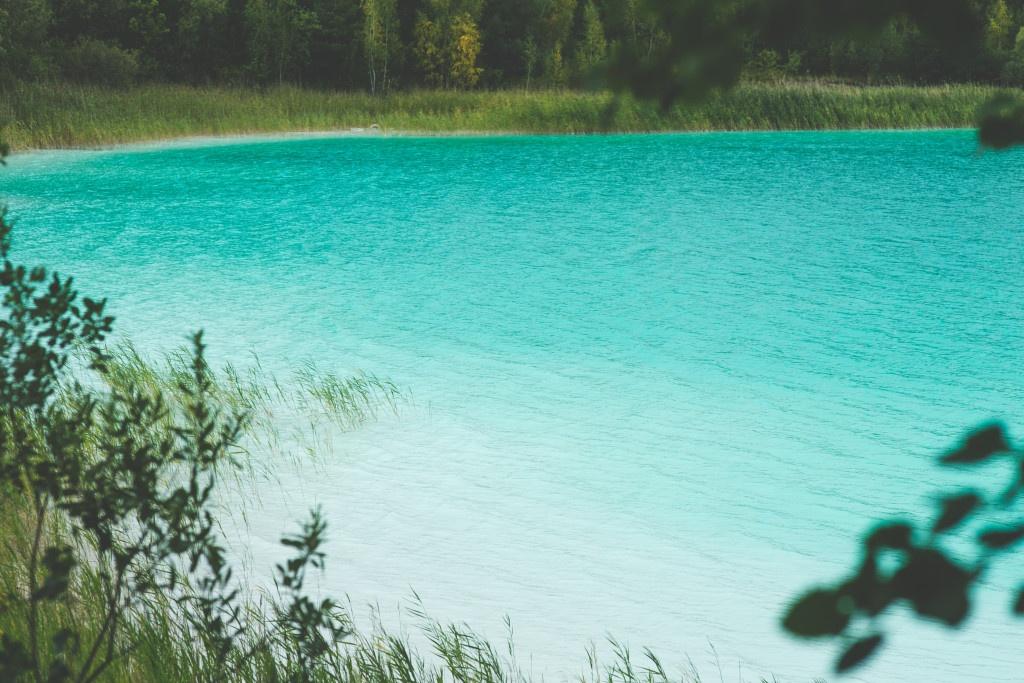 kaboompics.com_Beautiful Turquoise Lake in Poland